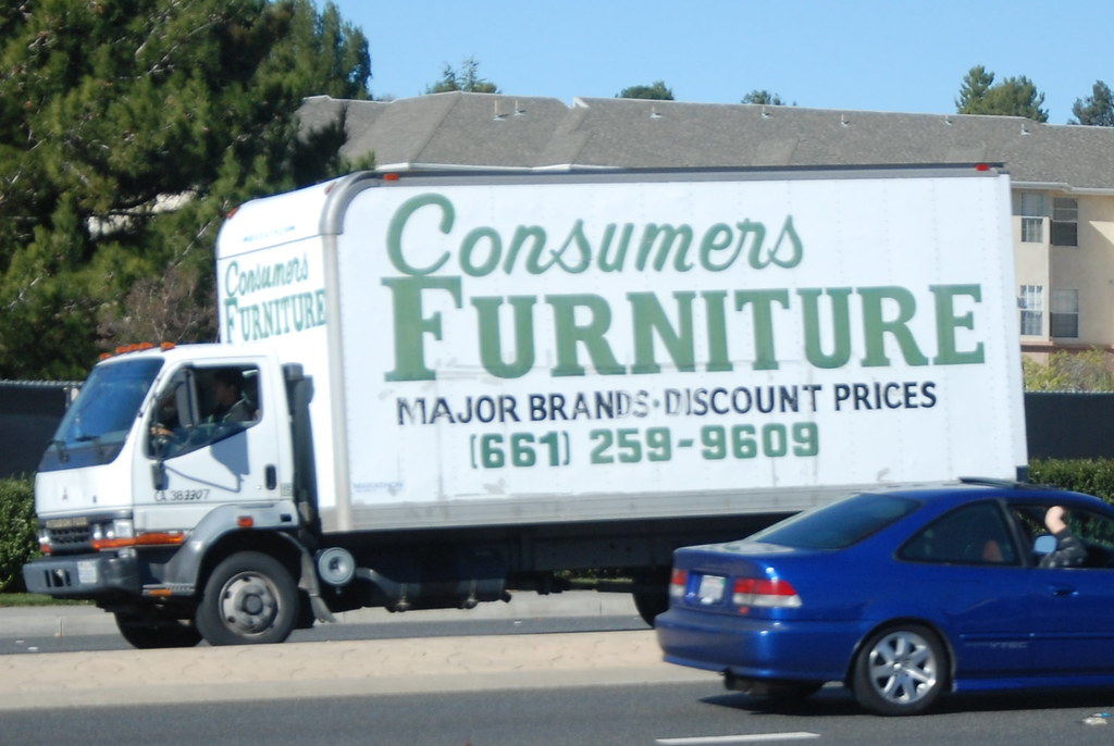 CONSUMERS FURNITURE   MITSUBISHI FUSO BOX TRUCK