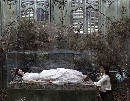 eugenio-recuenco-fairy-tales-fashion-shoot-snow-white-Favim.com-219481
