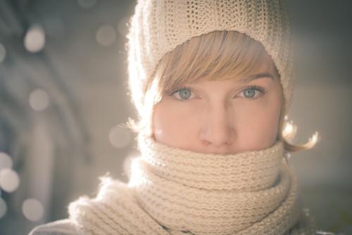 Tuque et foulard blancs