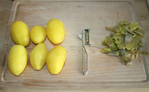 16 - Peel potatoes / Kartoffeln schälen