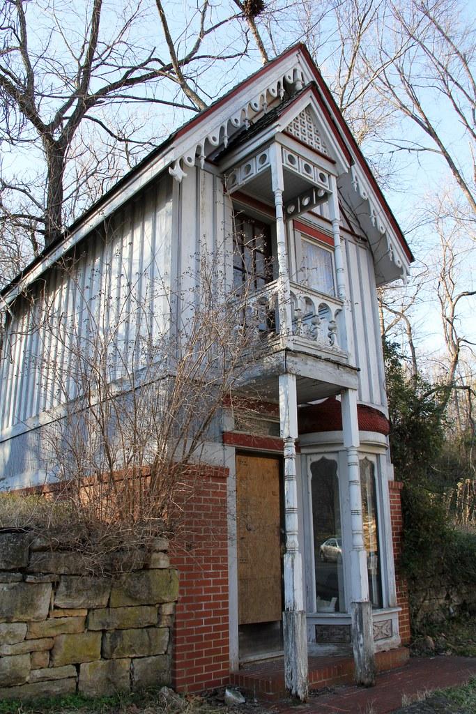 eurekasprings_lonelyrowhouse