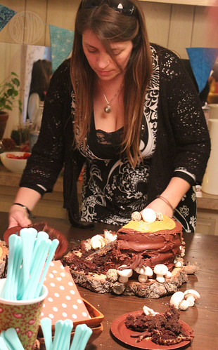 Carrien cuts the cake