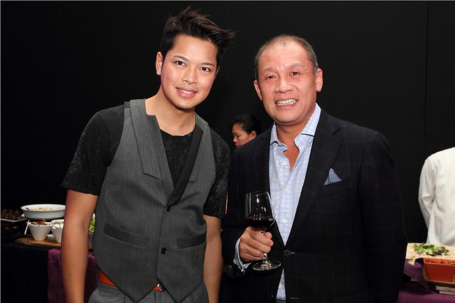 Tattoo Head of Nomadic Broadband Dong Ronquillo and Globe President and CEO Ernest Cu