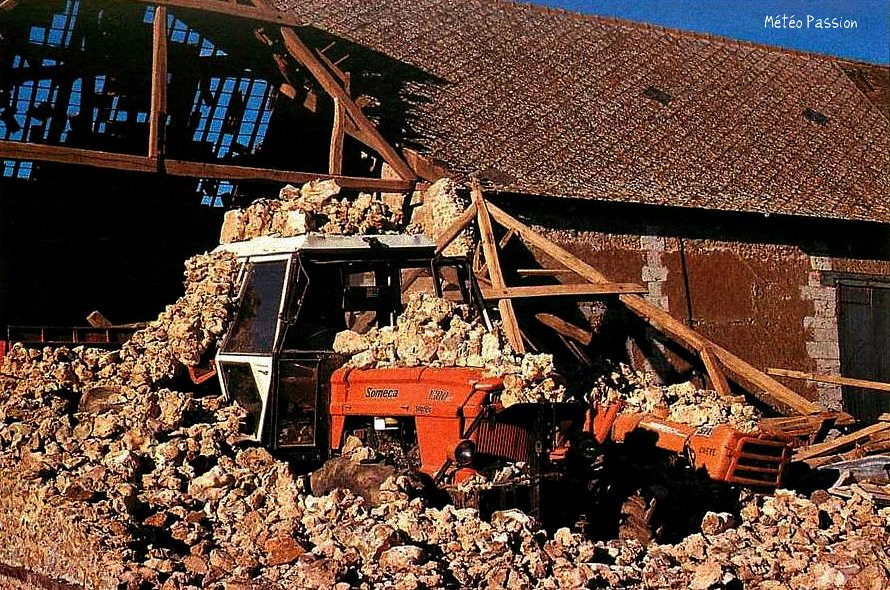 dégâts de la tempête du 3 février 1990 dans une ferme au sud de Chartres météopassion