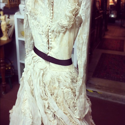 Vintage wedding gown. Oh. My. Goodness.
