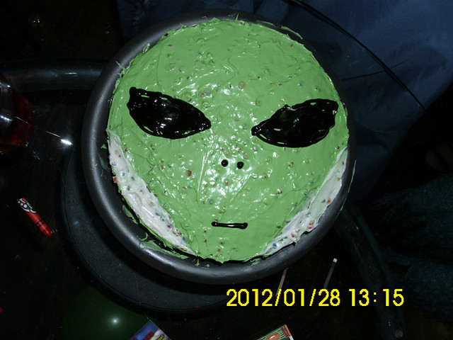 Alien Spaceship Cake http://www.flickr.com/photos/travismcfarland/6840462129/