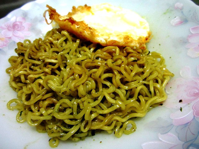 Indomie & fried egg