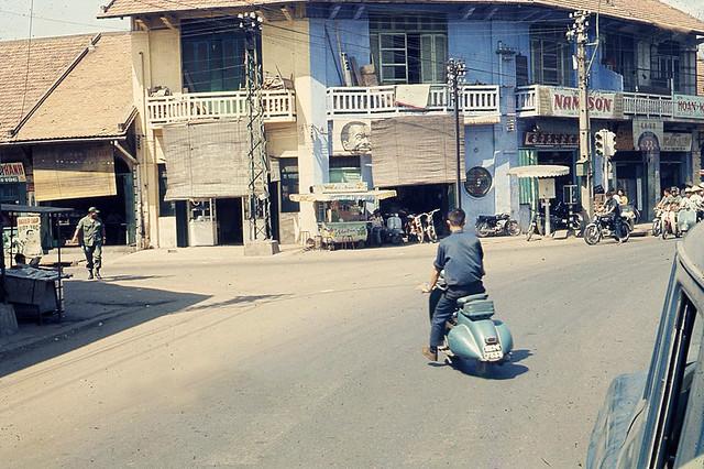 Saigon 1969 - Street Scene during Vietnam War - Góc ngã ba Trịnh Minh Thế và Tôn Đản