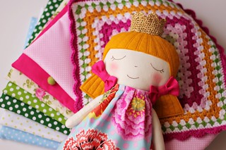 Play set with crocheted blanket - Pink princess and the pea :: A princesa e a ervilha cor de rosa, com manta em crochet