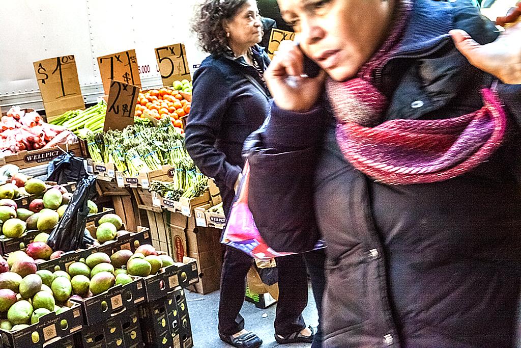 Street-seller-on-4-24-14--Washington-Heights-2