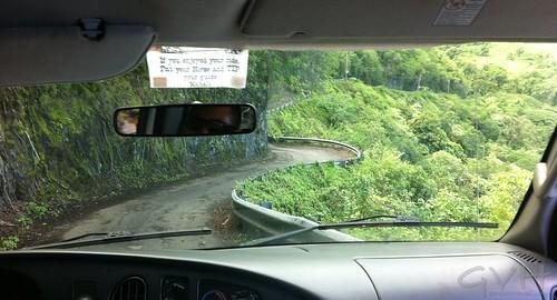 The road down into Waipio Valley