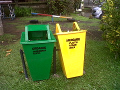 waste containment, waste container, lawn,