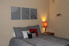 Bedding and artwork match perfectly!