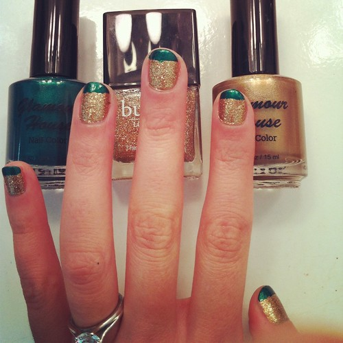Christmas Gold and Green Nail Art
