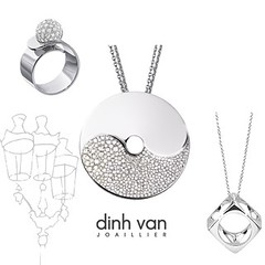 body jewelry(1.0), locket(1.0), jewellery(1.0), chain(1.0), silver(1.0), necklace(1.0), pendant(1.0),