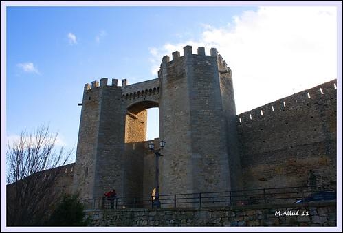 Puerta by Miguel Allué Aguilar