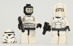 Troopers from 9489 Battle Pack