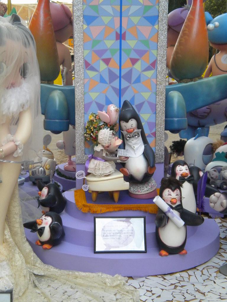 Pingüinos en las Fallas de Valencia