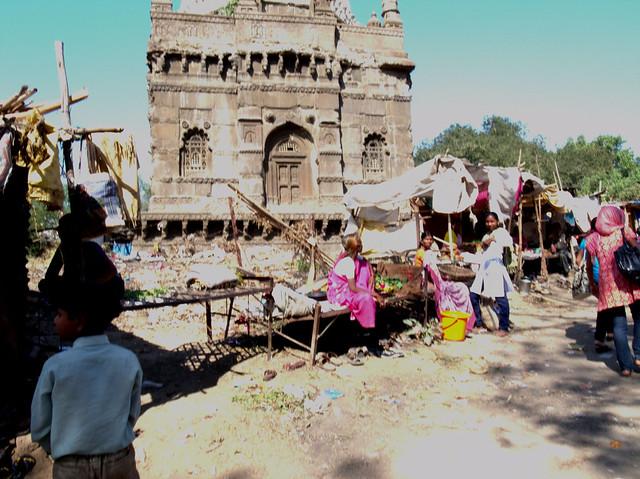 Outside Grishneshwar Temple, Maharashra India, Dec 2011. GR061