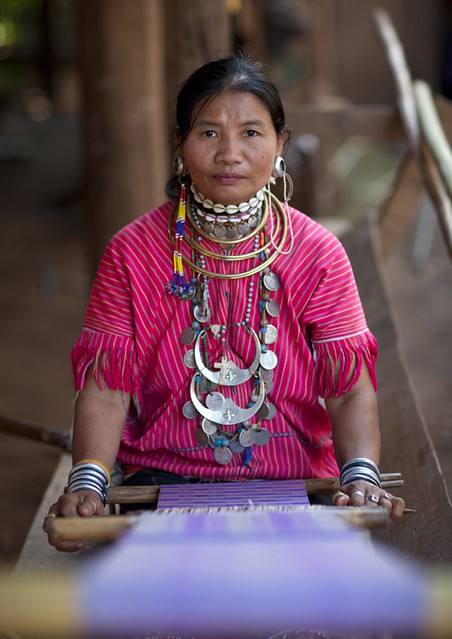 Woman from Kor Yor tribe weaving - Thailand