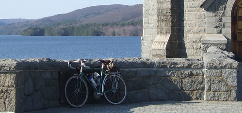 Cycling over Barkhamsted Dam