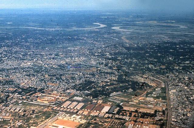 Không ảnh Sài Gòn 1964 - phía bên phải là đường Trần Quốc Toản - Photo by Warren Balish