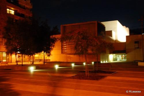 Fotografía nocturna del edificio de Civican, en la Avenida de Pío XII