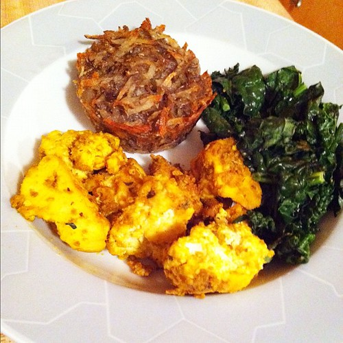 Baked hash browns with tofu & kale