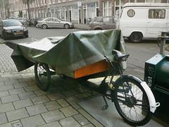 Bakfiets (vintage cargo trike, triporteur ancien), Amsterdam, Elisabeth Wolffstraat, 08-2011