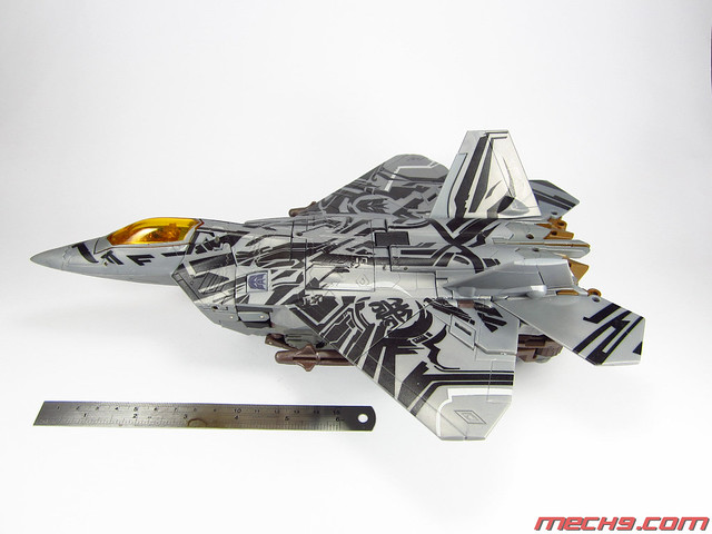 Leader Class: Starscream in Fighter Mode
