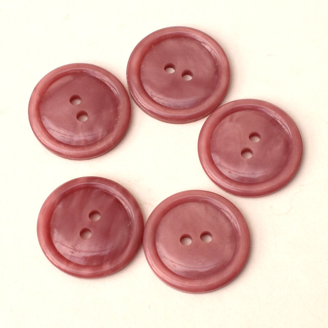 5 vintage pink plastic buttons – 19mm