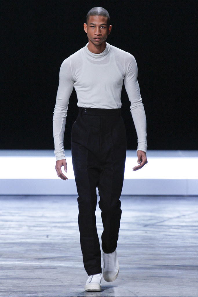 FW12 Paris Rick Owens002(VOGUE)