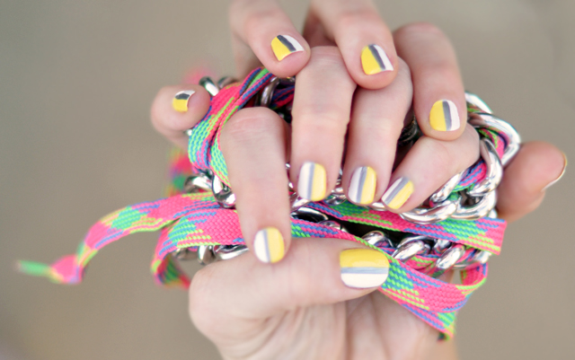 Sporty striped nails  - manicure