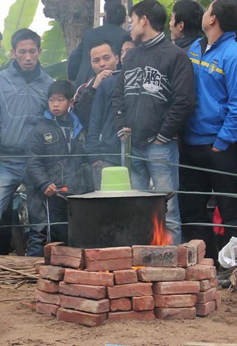 6794337719 b3091a5b0a Lễ hội Chạy lợn ở Hà Nội Nóng bừng 3 phút mổ lợn khao quân