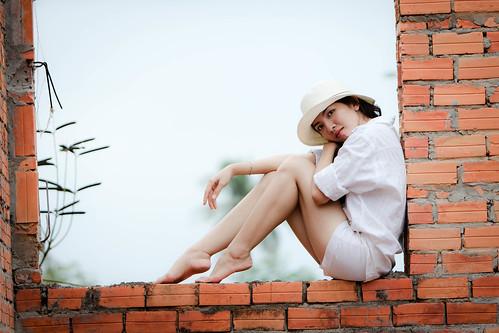 [フリー画像素材] 人物, 女性 - アジア, 女性 - 座る, 帽子, ベトナム人, シャツ ID:201202222200