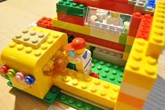 play(0.0), toy block(1.0), yellow(1.0), lego(1.0), toy(1.0),