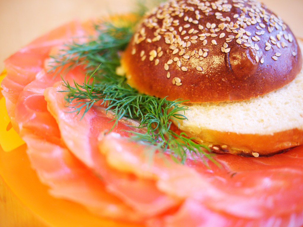 Sesame bun with cured salmon and dill