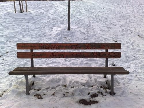 Panchina bianca nel vuoto by durishti