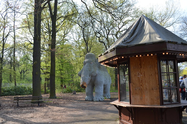 Spreepark Berlin Kulturpark Plaenterwald_abandoned amusement park_entrance ticket booth and wooly mammoth