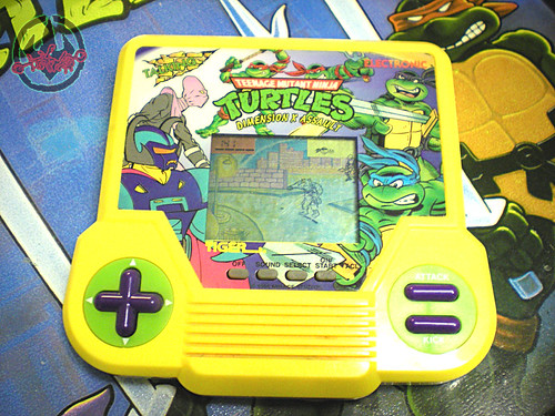 "TIGER ELECTRONICS :: ""TEENAGE MUTANT NINJA TURTLES: DIMENSION-X ASSAULT"" 'TALKING' ELECTRONIC LCD GAME i (( 1995 ))"