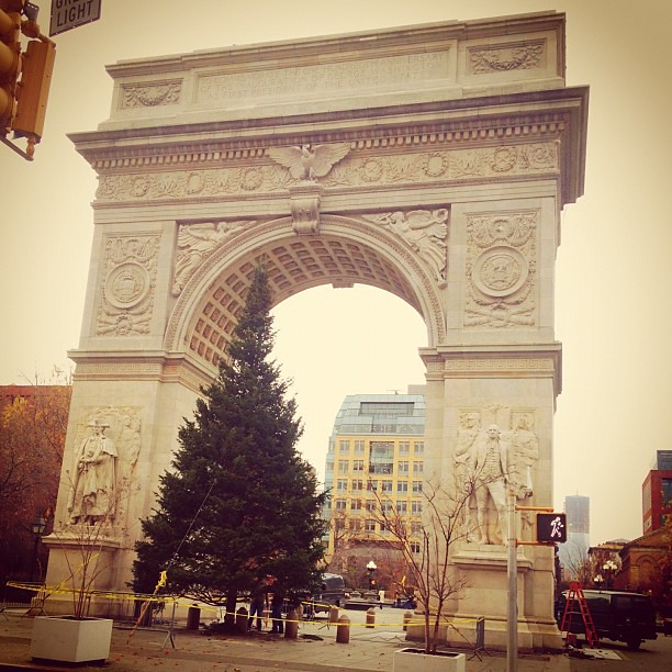 Washington Square Park updated from yesterday #walkingtoworktoday