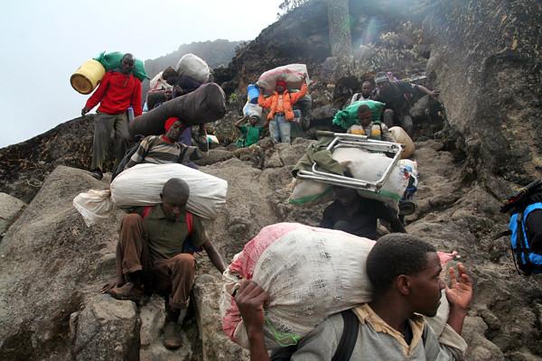 6435445831 ae6635a3e7 z Viaje de exploración a Tanzania :: Días previos a la cumbre del Kilimanjaro
