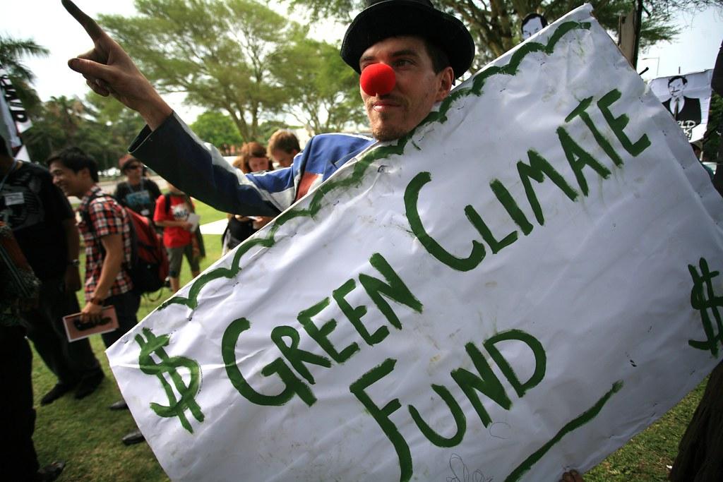 Sivilsamfunnet har i en årrekke jobbet for at man skal begynne å fylle det grønne klimafondet med penger. Fingerpeking og røde neser har ført til at fondet endelig er klart til å ta i mot penger. Foto: Friends of the Earth International