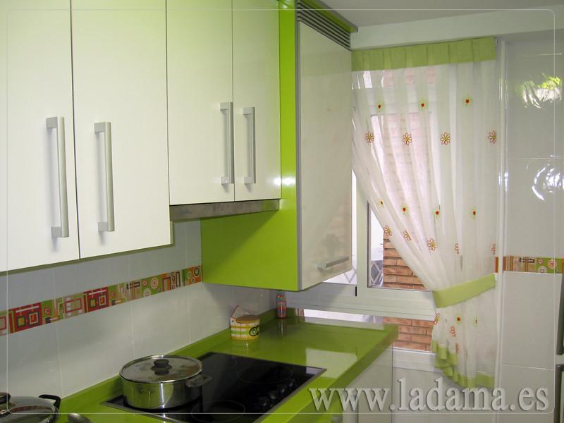 Cortina de cocina para ventana peque a visita nuestra - Cortinas para puertas de cocina ...