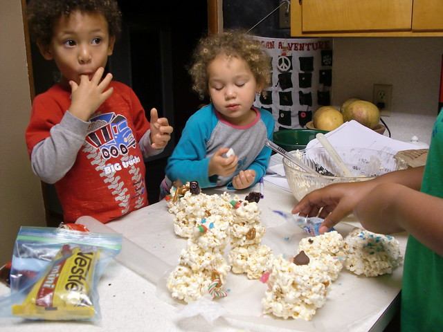 Making Tasty Popcorn Snowmen