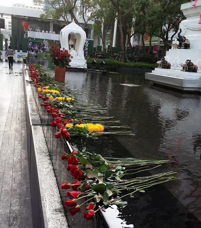 Roses, Shrine at Central World Bangkok