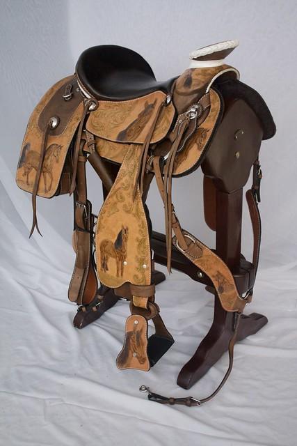 Silla mexicana de lujo tallada envejecida flickr photo for Sillas para vaqueria