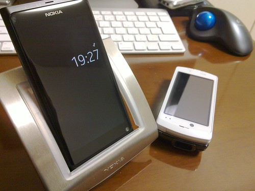 NOKIA N9 and F-04B