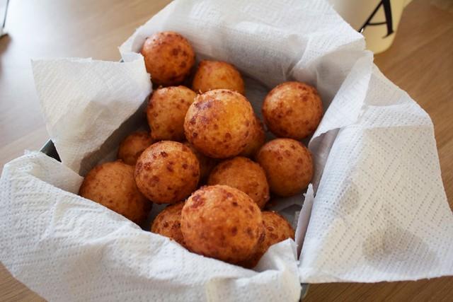voila! Colombian buñuelos