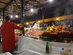 Restaurante com grande variedade de comida em Marrakech